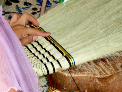 箒の生産:編み上げ